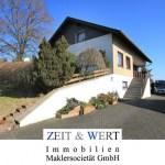 Schmidtheim! Freistehendes Einfamilienhaus! Integrierte Garage, Sonnengarten, Panoramablick!