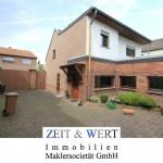 Merzenich! Viel Platz! Wohnen im Hofanlagenstil! Stattlicher 50er Jahre Altbau mit Hoftor, großem Innenhof und Bauerngarten!