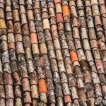 Ist der Eigentümer in der Pflicht, wenn sich Dachziegel lösen?